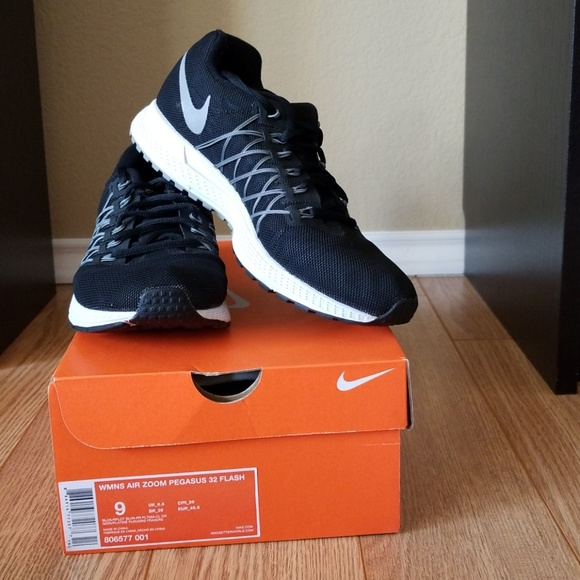 best website a21fe 50c0f Nike Air Zoom Pegasus 32 Flash Running Shoes